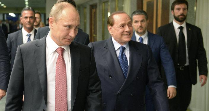 Presidente de Rusia, Vladímir Putin, y ex primer ministro de Italia, Silvio Berlusconi