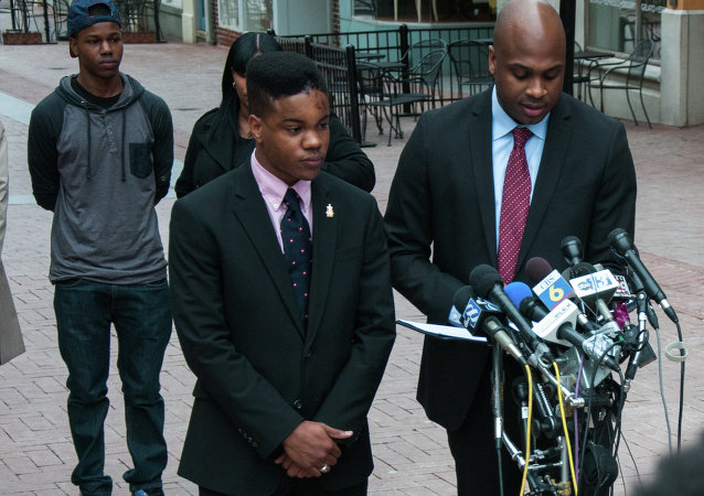 Martese Johnson y su abogado