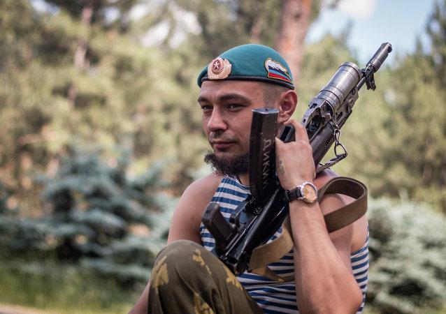 Miliciano de la Republica Popular de Donetsk en Marinka