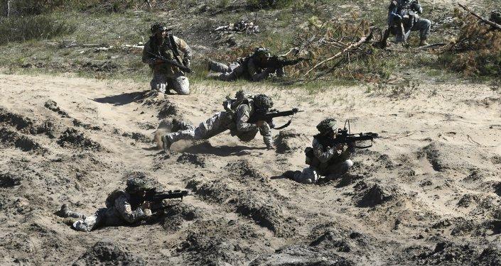 Soldados de la OTAN durante maniobras