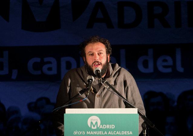 Guillermo Zapata, concejal de cultura y deportes de Madrid, el 24 de mayo, 2015
