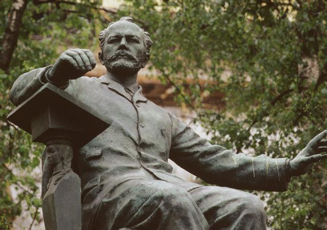 Monumento a Tchaikovski en el centro de Moscú