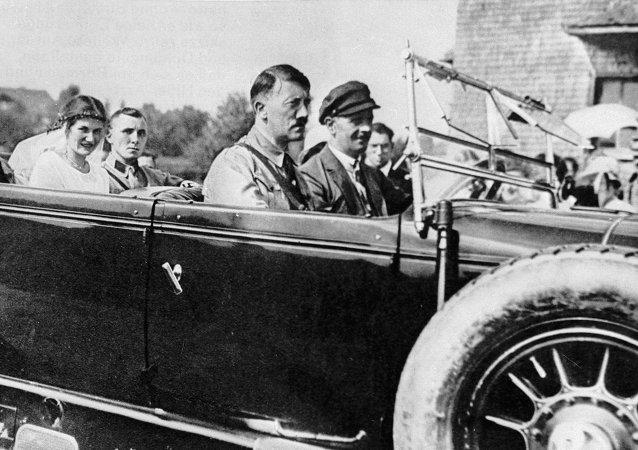 Adolf Hitler y Martin Bormann