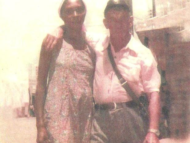 Adolfo Leipzig, de 93 años, junto a su esposa Ana Luis Campos en 1982