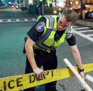 Policías en el lugar del tiroteo en Charleston