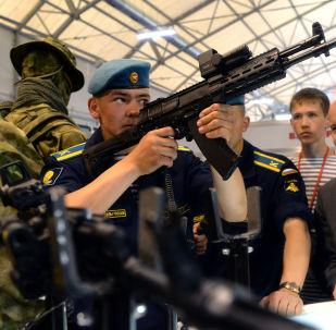 Armas de la marca Kalashnikov en el foro Army 2015