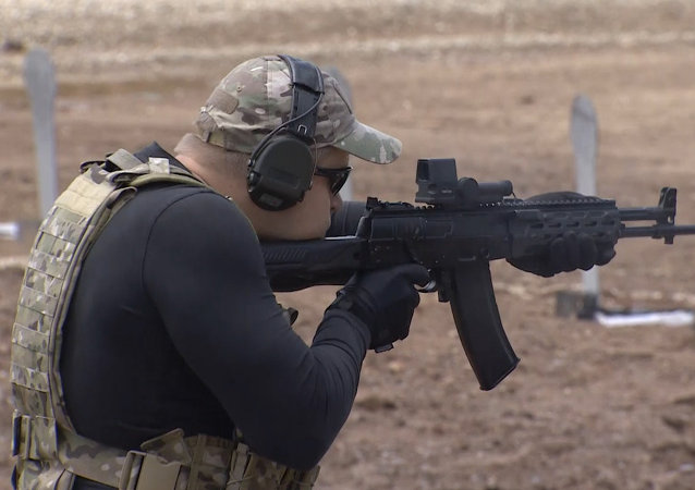 Kalashnikov presenta el prototipo de su nueva pistola en Army 2015