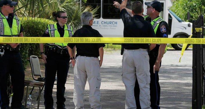 Policía cerca de una iglesia de Charleston