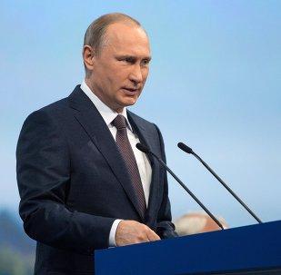 Vladímir Putin, presidente de Rusia, en la sesión plenaria del Foro Económico Internacional de San Petersburgo, el 19 de junio, 2015