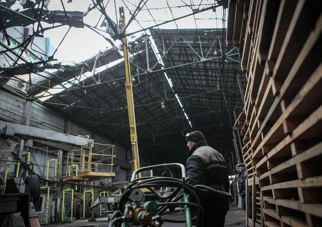 Reconstrucción en una planta en Donetsk