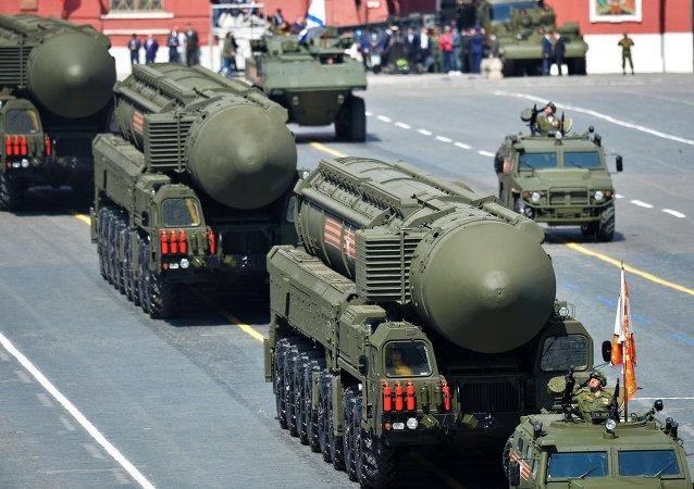 Sistemas de misiles balísticos intercontinentales RS-24 Yars durante el Desfile de la Victoria en la Plaza Roja