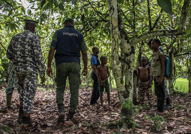 Operación de Interpol contra el tráfico y explotación infantil en Costa de Marfil