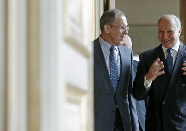 Canciller de Rusia, Sergei Lavrov y canciller de Francia, Laurent Fabius en París