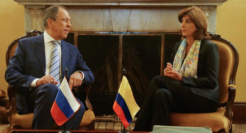 Serguéi Lavrov, ministro de asuntos exteriores de Rusia, y María Ángela Holguín, ministra de asuntos exteriores de Colombia