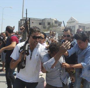 Policia tunecina actúa en el lugar del atentado contra el complejo hotelero Imperial Marhaba cerca de Susa. 26 de junio de 2015
