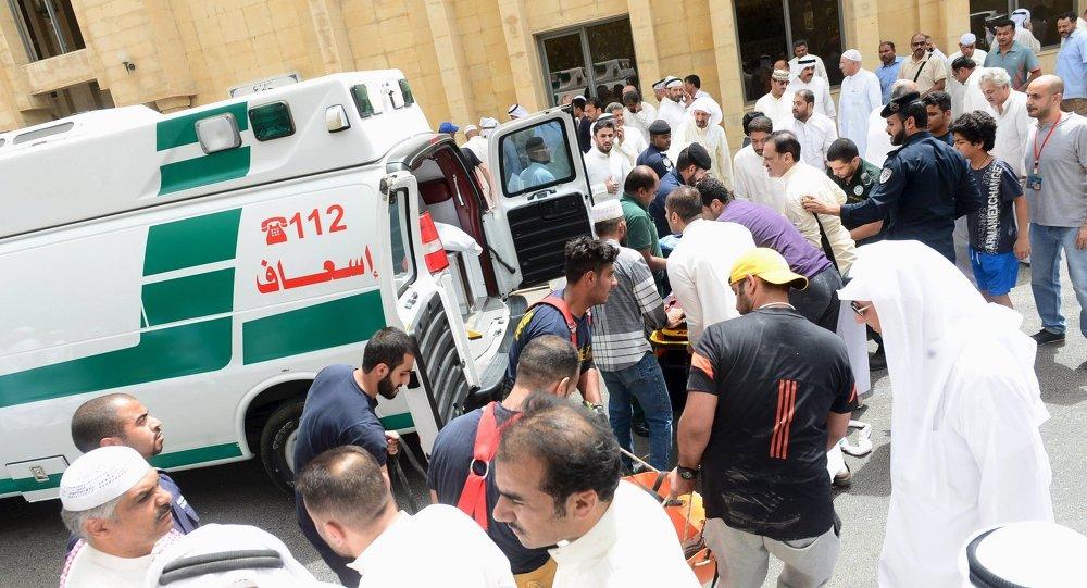 Situación después la explosión suicida en la mezquita chií Imán al Sadik en Kuwait