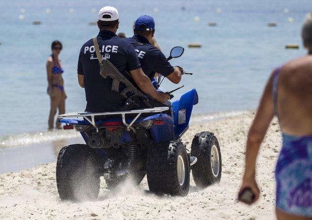 Autoridades de Túnez arman a la policía turística despues de ataque terrorista