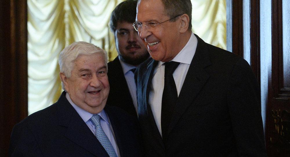 Ministro de Asuntos Exteriores de Siria, Walid Muallem y ministro de exteriores de Rusia, Serguéi Lavrov (archivo)