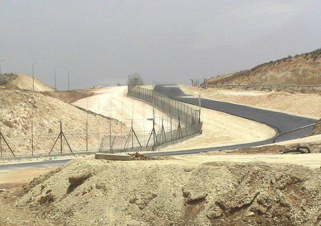 Construcción de una valla a lo largo de la frontera entre Israel y Jordania (Archivo)