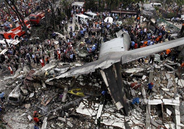 Lugar del accidente del avión militar C-130 Hercules en Indonesia