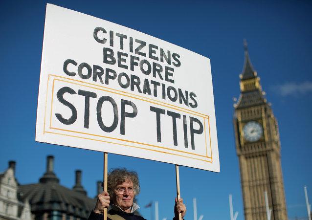 Manifestación contra TTIP en Londres (Archivo)
