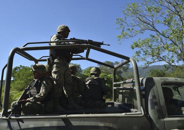 Un coche patrulla de la policía militar mexicana (Archivo)
