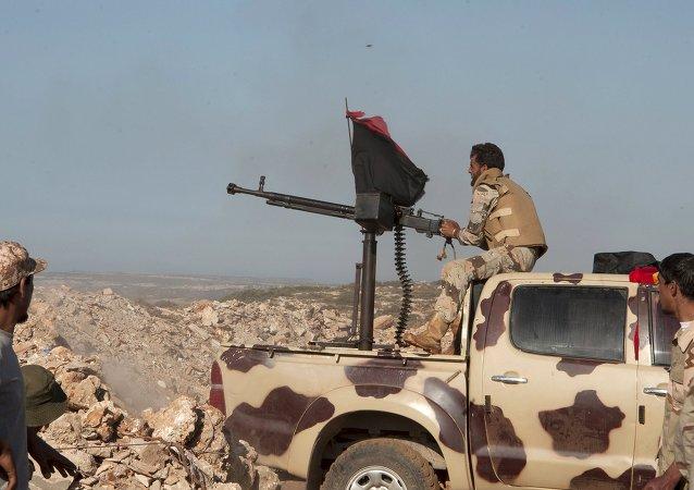 Soldados de fuerzas pro-gubernamentales libias