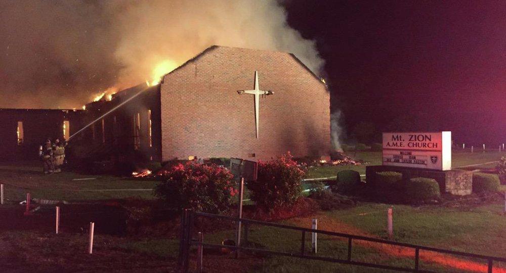 El fuego en la iglesia metodista Mount Zion, en Greeleyville