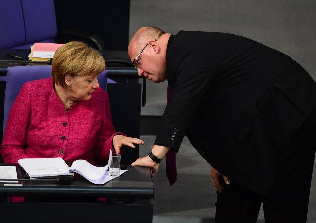 La canciller  de Alemania, Angela Merkel, y el jefe de la Cancillería Federal de Alemania, Peter Altmaier