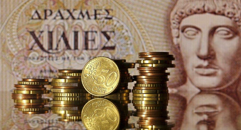 Monedas del euro y un billete de dracma