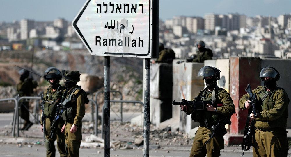 Oficial israelí mata a un adolescente palestino que lanzaba piedras