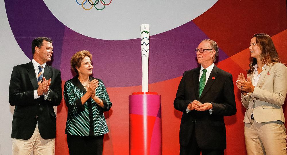Rousseff presenta la antorcha olímpica de Río 2016