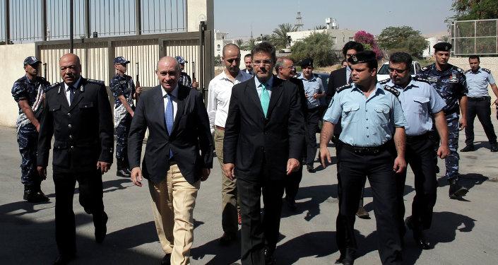 Ministro del Interior de España, Jorge Fernández Díaz, y ministro de Justicia de España, Rafael Catalá en la ciudad de Ramala