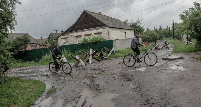Habitantes de la localidad de Semiónovka (Archivo)