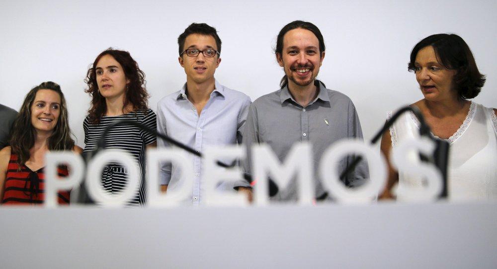 Pablo Iglesias y otros miembros del partido Podemos durante la rueda de prensa en Madrid