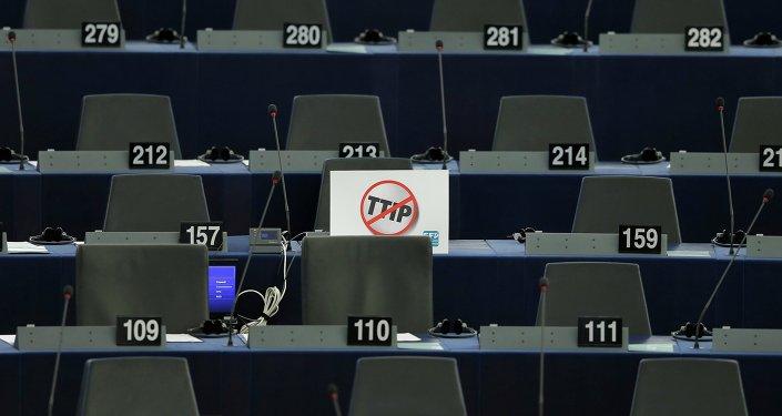 Europa se enfrenta con el TTIP al colonialismo económico, dice político italiano