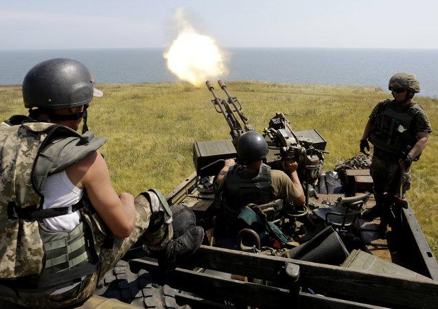 Artilleros antiaéreos de las  fuerzas de Ucrania