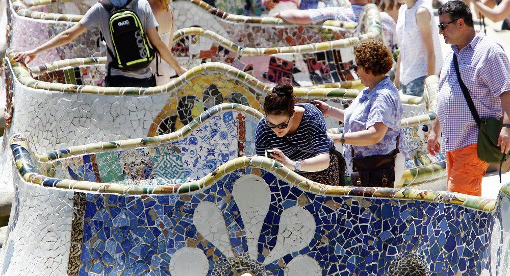 Turistas en el parque Güell en Barcelona