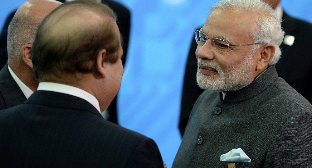 Primer ministro de Pakistán, Muhammad Nawaz Sharif, y su homólogo indio,Narendra Modi, en Ufá