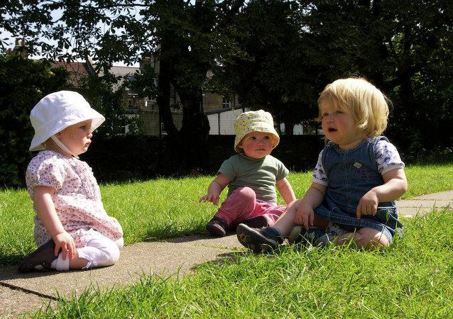 Niños en Gran Bretaña (archivo)