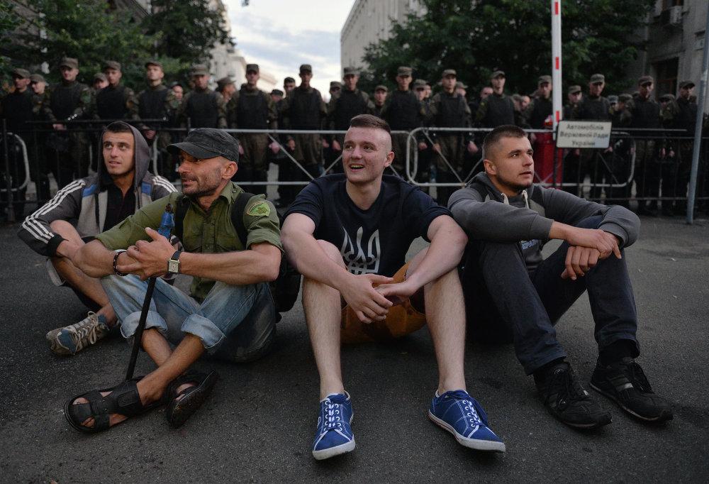 Pravy Sektor en Mukáchevo y Kiev