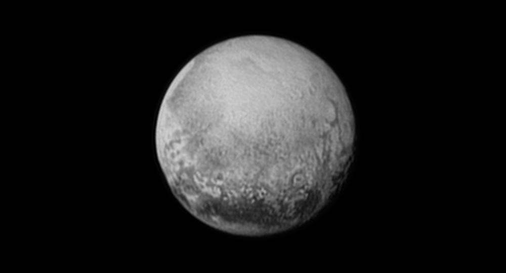 Foto de Plutón emitida por la sonda New Horizons el 11 de julio, 2015