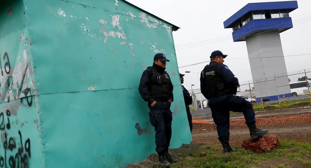 Policías están fuera de la Penitenciaría Federal Altiplano, de  dónde narcotraficante Joaquín el 'Chapo' Guzmán escapó