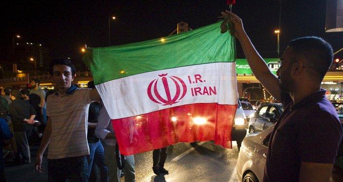 Iraníes celebran el acuerdo nuclear en Teherán (archivo)