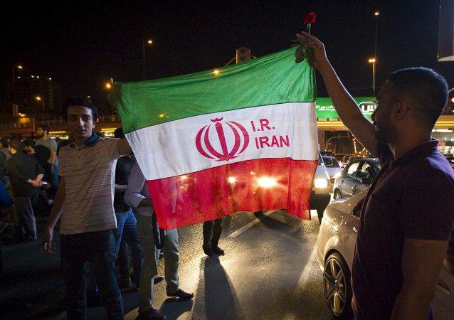 Iraníes celebran el acuerdo nuclear en Teherán, el 14 de julio, 2015