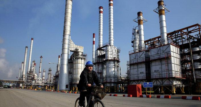 Una refinería de petróleo en Teherán