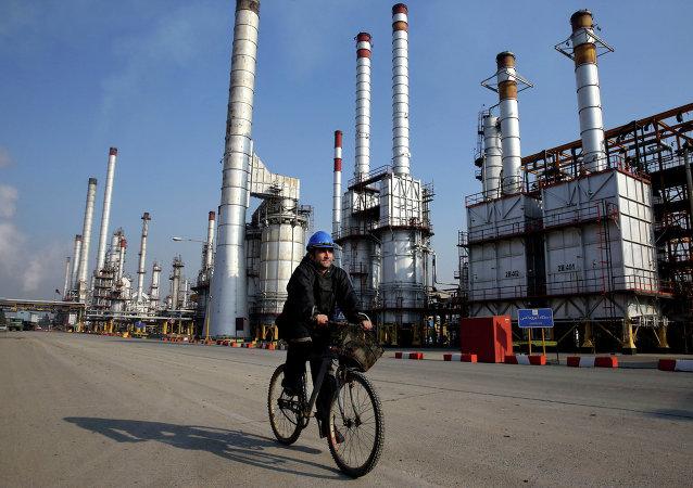 Una refinería de petróleo en Teherán (archivo)