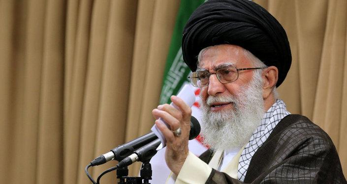 Ayatolá Ali Jamenei, Líder Supremo de Irán, en Teherán, el 23 de junio, 2015