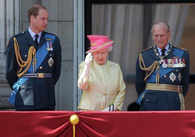 Príncipe Guillermo, Reina Isabel II y príncipe Felipe