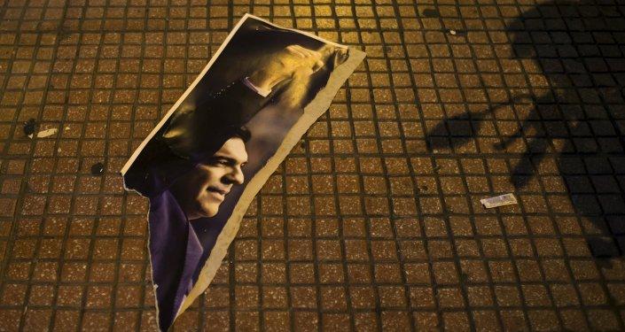 Una fotografía rota del líder de Syriza, Alexis Tsipras